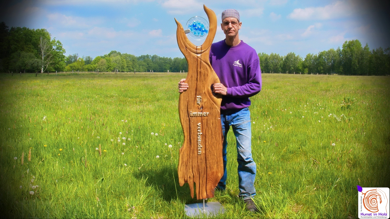 Gedenkskulptur aus Glas und Hartholz by Kunst in Holz