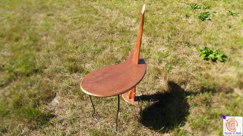 Holztisch für die Wohnung
