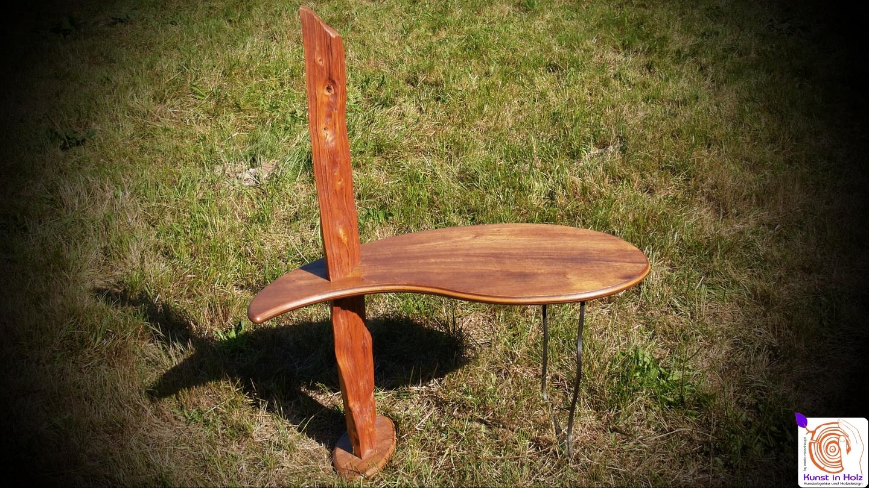 Formschöner Tisch für das Wohnzimmer