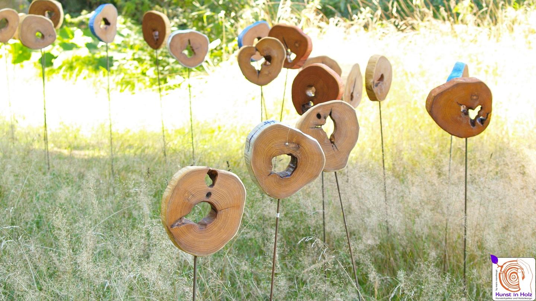 Holzobjekte - Flower und ein Hauch von Land Art