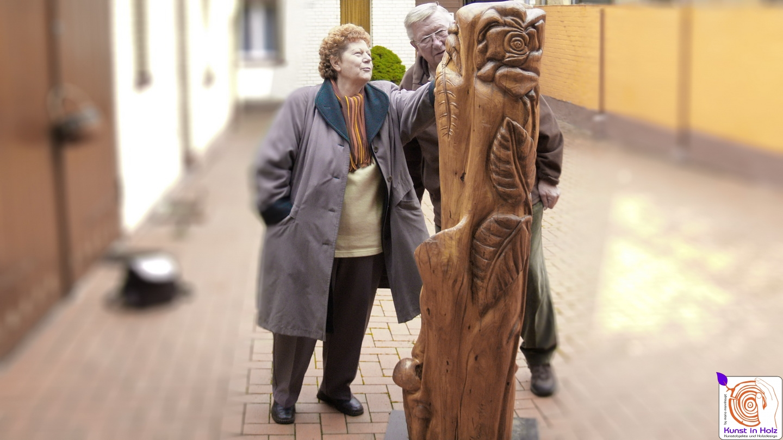 Rose - Holzskulptur von Mario Mannhaupt