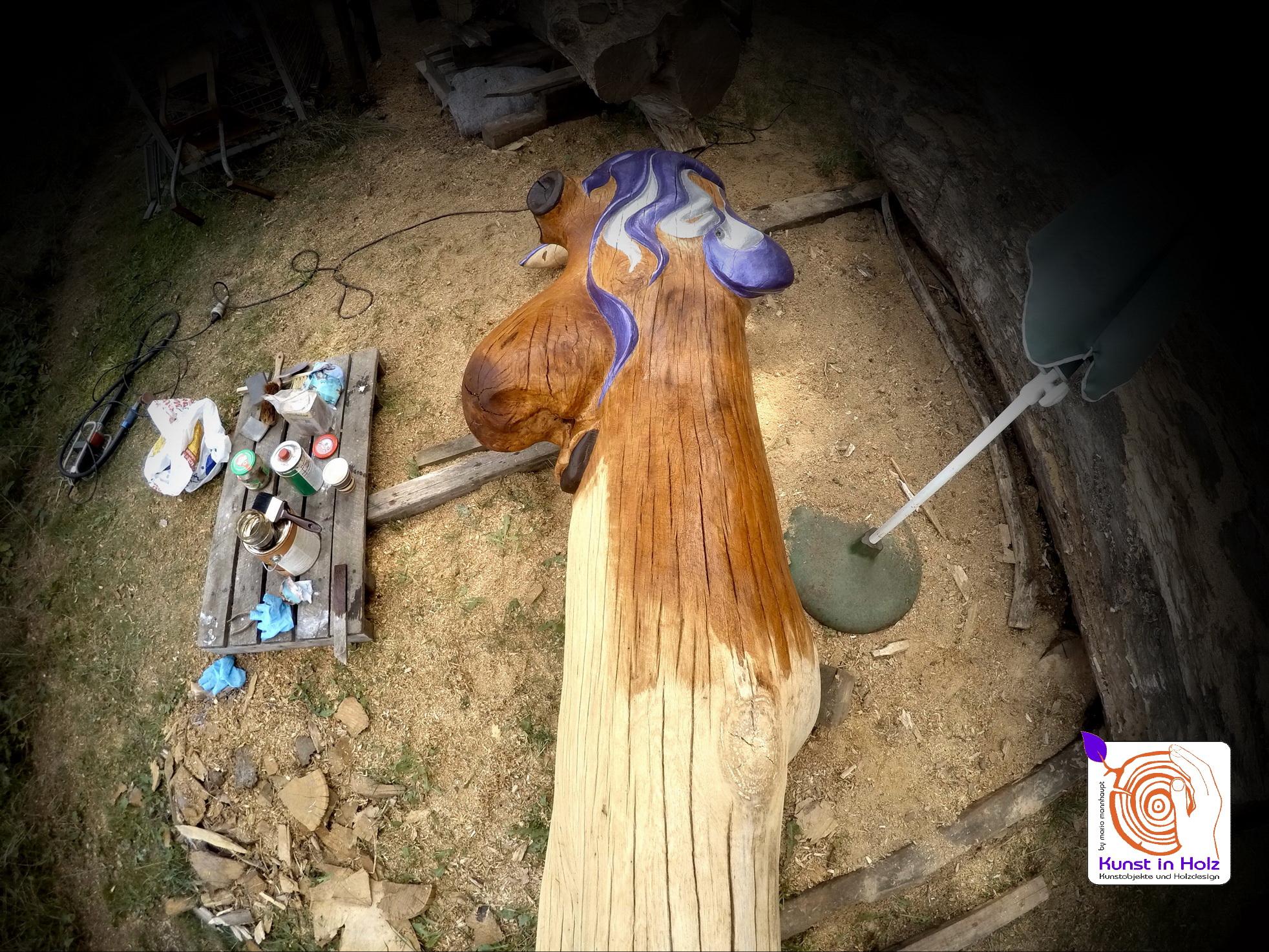 Holzkulptur mit lila Frisur - Desingn by Mario Mannhaupt