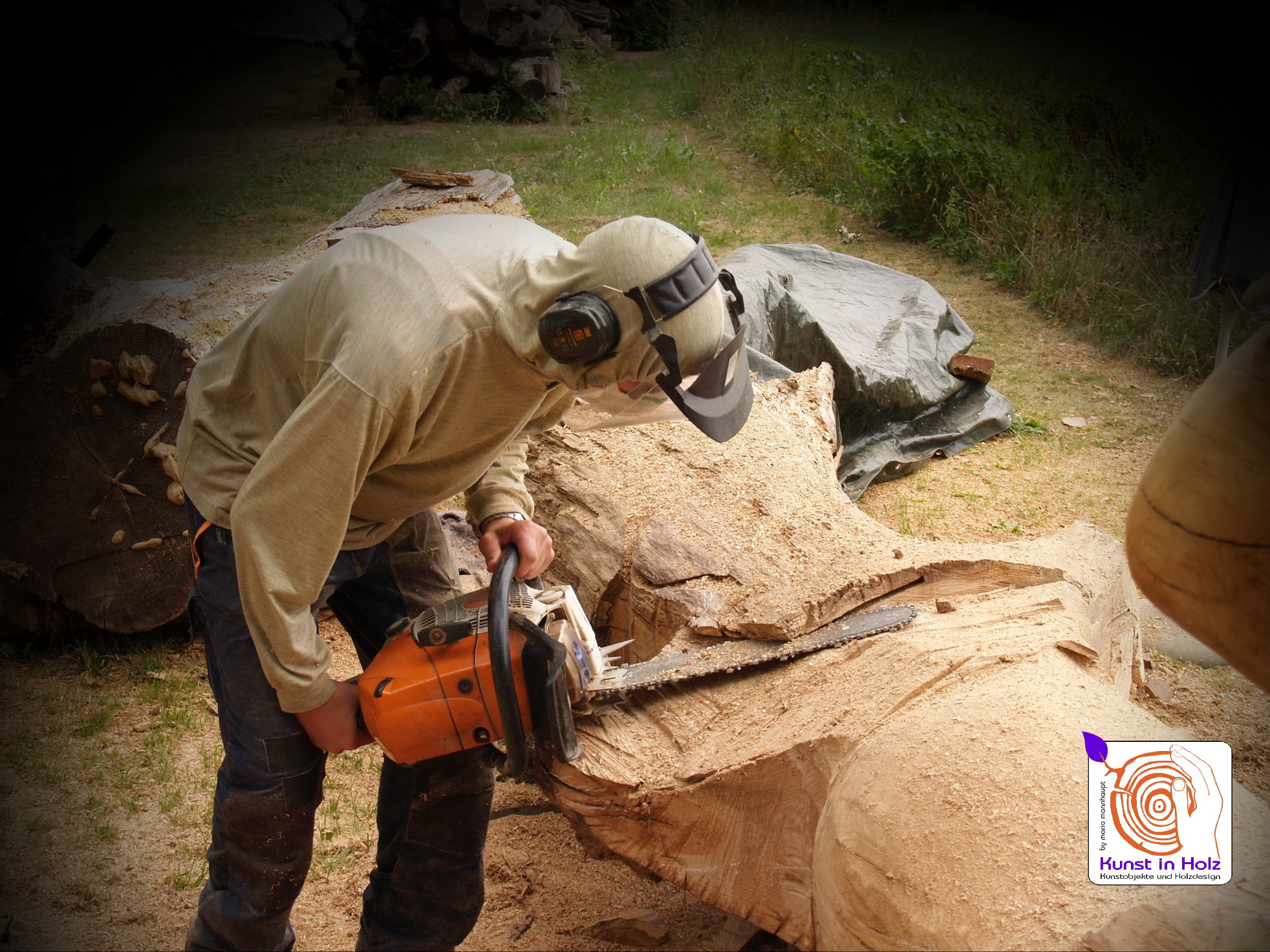 Verflochten - Holzbildhauerei mit der Kettensaege